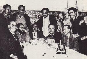 En la tertulia del Rinconcillo (1984). Entre otros, figuan en la fotografía Rafael de Cózar, Rogelio Reyes y Klaus Wagner.